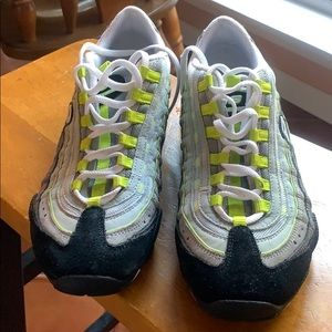 SKECHERS CROSS TRAINER SNEAKERS Size 8